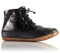 This rain-defying sneaker boot looks as cool inside as it does splashing through muddy puddles. Seam-sealed waterproof construction and absorbent cotton lining keeps your foot dry and comfy inside and out.