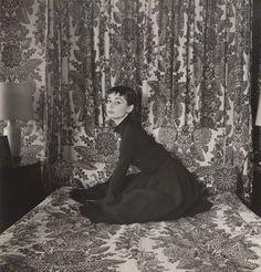 Image frrom 'Audrey Hepburn: Portraits of an Icon' Exhibition in London. Audrey Hepburn by Cecil Beaton, vintage bromide print, March Audrey Hepburn Born, Audrey Hepburn Photos, Vintage Hollywood, Classic Hollywood, In Hollywood, Hollywood Actresses, Hollywood Glamour, Helmut Newton, Vanity Fair