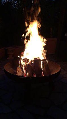 5 Schritte zum perfekten Feuer in der Feuerschale The perfect fire for fire bowls etc. Mood Instagram, Creative Instagram Stories, Instagram Story Ideas, Backyard Kitchen, Fire Pit Backyard, Fire Pit Video, V Video, Fire Photography, Fire Image