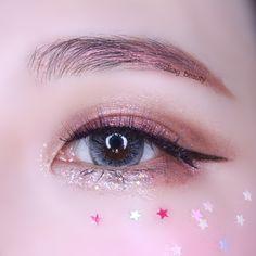 Maquiagem Kawaii com Glitter Maquiagem Kawaii - make up - Kiss Makeup, Makeup Art, Makeup Eyeshadow, Beauty Makeup, Makeup Inspo, Makeup Inspiration, Makeup Tips, Makeup Tutorials, Korean Makeup Look