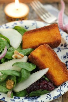 Nessa's Family Kitchen: Christmas Starter - Deep Fried Brie with a Pear & Walnut Salad and Cranberry Sauce Christmas Entrees, Christmas Lunch, Christmas Cooking, Christmas Drinks, Christmas Dinner Starters, Xmas Dinner, Xmas Starters, Dinner Parties, Pear Walnut Salad