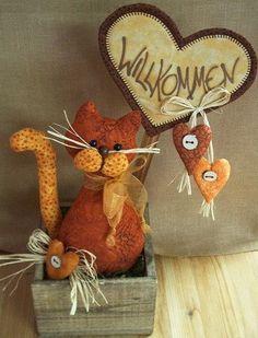 """Deko Cats"" Anleitung - Chat sans patron et sans pattes avant. Sewing Stuffed Animals, Cute Stuffed Animals, Stuffed Animal Patterns, Fun Diy Crafts, Cat Crafts, Crafts To Make, Cat Cushion, Fabric Toys, Cat Doll"