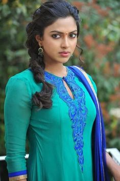 Amala paul cutest tollywood south Indian Actress insane beauty face unseen latest hot sexy images of her body show and navel pics with big . Most Beautiful Indian Actress, Beautiful Actresses, Sonam Kapoor, Deepika Padukone, Amala Paul Hot, Glamour, Indian Beauty Saree, South Indian Actress, South Actress