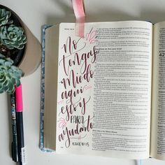 """Hoy Dios te dice: """"Porque yo soy el Señor, tu Dios, que sostiene tu mano derecha; yo soy quien te dice: """"No temas, yo te ayudaré""""."""" ✨ Isaías 41:13 NVI #amasupalabra #bibliadeapuntes #diariobiblico #versiculodeldía #versiculodeldia Bible Journaling en espanñol"""