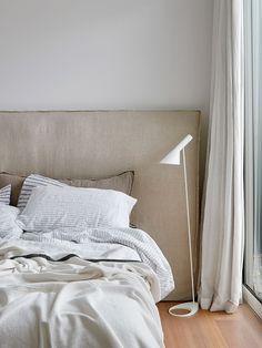 Modern Minimalist Bedroom, Minimal Bedroom, Contemporary Bedroom, Minimalist Decor, Latest Bedroom Design, Bedroom Styles, Beautiful Bedrooms, Soft Furnishings, Interiores Design