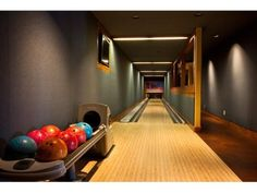 99b7fe31fc551f83cbdd333159e6435d man caves bowling home bowling alley seating and ball and shoe storage ideas home  at soozxer.org