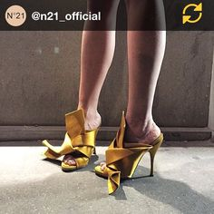 """#AlessandroDellAcqua Alessandro Dell'Acqua: RG @n21_official: """"Rock Paris Fashion Week with Nº21 Spring Summer high-heel shoes"""" Pic by Gilda Ambrosio #n21 #no21 #numeroventuno #pfw #regramapp"""