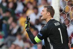 Neuer est le seul gardien à avoir gardé sa cage inviolée en 4 matches à l'EURO2016. Super Torwart!