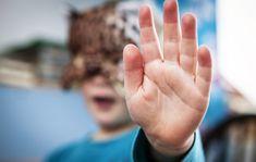 Päiväkotien piina: Lapset lyövät ja käyvät päälle – neuropsykologi selittää miksi  Seuran arkistosta: Lastentarhanopettaja Raijalla on 5-vuotiaan vintiön kynsimät naarmut rystysissään. Silti alan vaihto ei ole käynyt mielessä. Kehitysneuropsykologi selittää, miksi lasten väkivaltainen käyttäytyminen on lisääntynyt.
