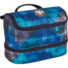Sport 15 Washbag Kulturtasche 27,5 cm    Vom gut gelaunten bunten Print bis hin zu einem Muster-Look, bei dieser Duschtasche kommen alle Trends zusammen und vereinen sich zu einem kleinen Raumwunder!    Serie: Sport  Außenmaße (LxBxH): 27.5cm x 13.5cm x 17.5cm  Gewicht in kg: 0.25kg  Volumen in L ca.: 0-10  Material: Nylon  Extras: Nassfach  Ausstattung: Tasche(n) innen, Tasche(n) außen, Innenf...