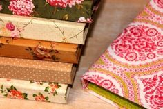impermeabilizar una tela- cuadernos- idea 4 Paper Crafts, Diy Crafts, Decorative Boxes, Gift Wrapping, Bullet Journal, Sewing, Crochet, Gifts, Home Decor
