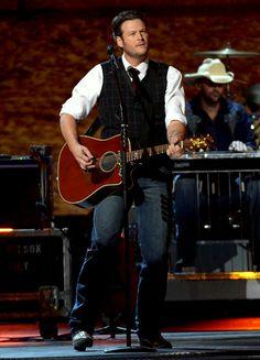 Blake Shelton!! Saw him last night in Atlanta. Great time !