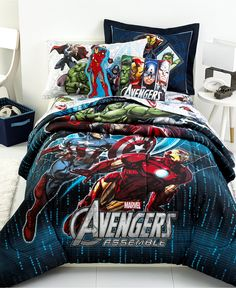 The whole gangs here! Iron Man, Captain America, Hulk and more all make an awesome appearance of this Avengers comforter set from Jay Franco. Isn't this just perfect for your little superhero?