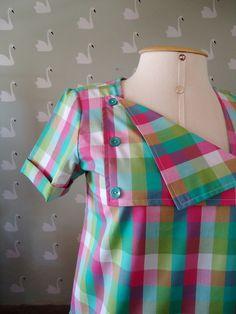 Blusa em tricoline de algodão com um pouquinho de elastano.  Detalhe no decote/gola.  Charminho na manga.  Tamanho: P  Medidas:  Busto: 90 cm  Cintura: 90 cm  Comprimento: 58 cm R$ 120,00