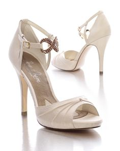 wedding shoes. love these.