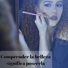 """Visagismo el arte de descubrir la belleza.  Dice el dicho que la primera impresión es la que vale. Pero cuánto de esa primera impresión depende de la lectura que han hecho de nuestro look? . El rostro es lo primero que vemos de una persona es carta de presentación y también habla de nosotros. . Cada vez son más los profesionales de la belleza que se toman el tiempo de aprender técnicas para interpretarlo y """"corregir"""" determinadas facciones con la ayuda del maquillaje el corte y el peinado…"""