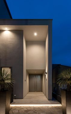 Narrow House Designs, Small House Design, Entrance Lighting, Modern House Facades, House Entrance, Facade House, House Goals, New Homes, Architecture
