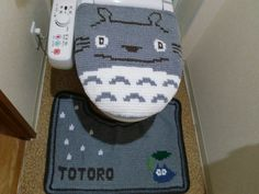 33 Hilarious Toilet Seat Covers to Trick Your Houseguests Funny Toilet Seats, Knitting Projects, Crochet Projects, Crochet Totoro, Seat Covers, Cats And Kittens, Projects To Try, Crochet Patterns, Hilarious