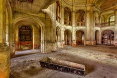 Astonishing pictures show the decaying buildings of the Soviet ...