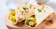 Recette de Wraps aux oeufs brouillés à l'avocat pour petit-déjeuner diététique. Facile et rapide à réaliser, goûteuse et diététique.