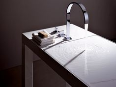 Lavabo console en acier vitrifié BETTY BLUE by ALAPE