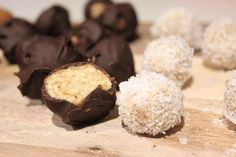 Aug 2019 - Read our delicious recipe for Healthy Caramel Cheesecake Bliss Balls, from The Healthy Mummy, which is a safe way to lose weight after having a baby. Healthy Mummy Recipes, Healthy Treats, Healthy Desserts, Gourmet Recipes, Snack Recipes, Healthy Eating, Healthy Foods, Desert Recipes, Healthy Habits