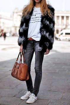 Jeans, t-shirt, sneakers and a coat the makes a statement
