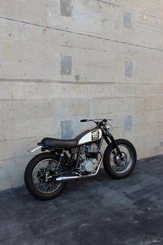 Custom Yamaha by Bratstyle Sr 500, Yamaha Sr400, Tracker Motorcycle, Street Tracker, Hot Bikes, Classic Bikes, Bike Design, Bike Trails, Cars And Motorcycles