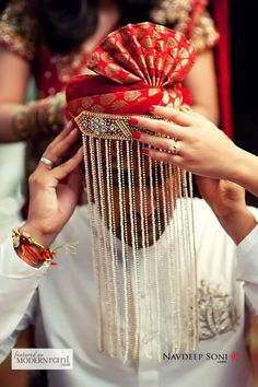 The Indian groom outfit that goes with the theme.