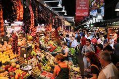 Barcelona gaat grote groepen toeristen weren uit de beroemde La Boquería markt