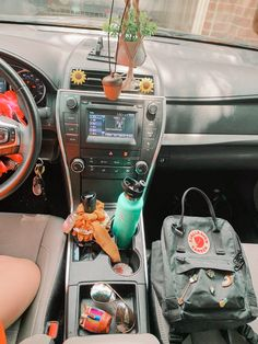 Car Interior Accessories, Cute Car Accessories, Car Interior Decor, Car Interior Design, Interior Ideas, Girly Car, Car Essentials, Accesorios Casual, Pt Cruiser