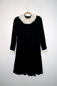 Vintage Oscar de la Renta Black Velvet & Lace Drop-Waist Dress, 1920s meets Goth Revival, sz 2 - 4