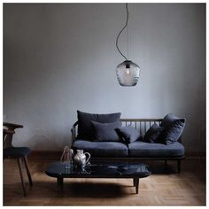 Samuel Wilkinson ontwierp voor #&Tradition de #Blown Hanglamp, een met de…
