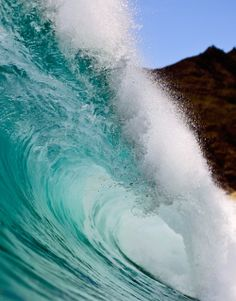 Waves Breaking in Hawaii