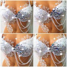 Idea - White Winter Wonderland Rave Bra by TheLoveShackk on Etsy Bedazzled Bra, Bling Bra, Rhinestone Bra, Rave Costumes, Belly Dance Costumes, Decorated Bras, Halloween Karneval, Mermaid Bra, Diy Bra