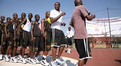 Jugadores de la NBA orientarán a jóvenes de LA y El Caribe en el decimoquinto año del Baloncesto Sin Fronteras