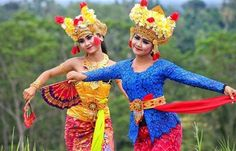 WEBSTA @ ayodyabali - Learn how to do a Balinese dance on your holiday as part of your unique experience, complimentary of our resort. The elastic movement is making this dance more beautiful to see and here you will be guided from the first step how to dance it. Indulge this experience as the dance is practice in the Balinese way of living. #balinesedance #culture #bali #dance 📷: @dekrus92