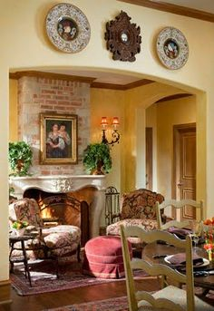 What a quaint seating area in the dining / kitchen area. France Devine. ❤️