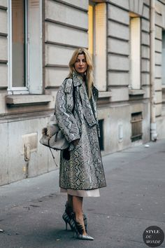 Ada Kokosar and Estelle Chemouny Pigault between the fashion shows. The post Paris FW 2019 Street Style: Ada Kokosar appeared first on. Street Look, Autumn Street Style, Street Chic, Fashion Week Paris, Street Fashion, Ada Kokosar, Office Outfits Women, Swing Coats, Fashion Photo