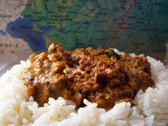 Le boeuf stroganov ou stroganoff est un plat originaire de Russie à base de viande de boeuf, de champignons, d'oignons, de paprika et de crème aigre (smetana). Il semble difficile de retrouver la paternité de ce plat. 2 comtes de la famille Stroganov...