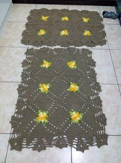 Jogo de tapetes duas peças dimensões 90x70 cm. Barbante n. 8.