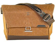 "Amazon.com : Peak Design Everyday Messenger Bag 15"" (Charcoal) : Camera & Photo"