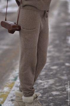 Купить или заказать Вязаный костюм Style me pretty cashmere в интернет-магазине на Ярмарке Мастеров. В наличии: ==костюм цвет палевый терракот с розовым подтоном, необыкновенно красивый цвет-dusty cedar- размер S рост средний 164-168, состав пряжи - кашемир/шелк/меринос, цена 15900р ==свитер цвет молочный, размер М, состав пряжи кашемир/ангора/меринос - цена 8200р Натуральный стиль в одежде – это прежде всего удобство, естественность и комфорт. Чувство умиротворенности накрывает с головы до…