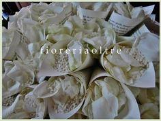 Fioreria Oltre/ Wedding paper cones/ Rose petals