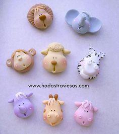 cabecitas by hadastraviesas, porcelana fria polymer clay Polymer Clay Figures, Polymer Clay Animals, Fondant Figures, Fimo Clay, Polymer Clay Charms, Polymer Clay Projects, Polymer Clay Creations, Clay Crafts, Clay Magnets