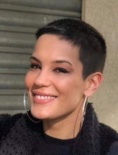 There is Somthing special about women with Short hair styles. I'm a big fan of Pixie cuts and buzzed. Short Blonde Haircuts, Short Shag Hairstyles, Short Hair Cuts, Pixie Cuts, Super Short Pixie, Really Short Hair, Shaved Hair, Curly Hair Styles, Pixies