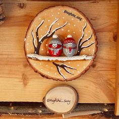 simple and easy, we want to see your creations left 😍 For more Join tindio community Christmas Pebble Art, Christmas Wood Crafts, Christmas Rock, Christmas Makes, Christmas Projects, Christmas Decorations, Rock Crafts, Fall Crafts, Holiday Crafts