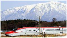 岩手山バックの秋田新幹線こまち
