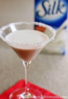 Spiced Snowflake Cocktail - 15 Fun Christmas Drinks #Christmas
