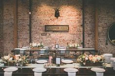 marvimon wedding - basic linens...using the napkin as decor and just a runner. simple and inexpensive